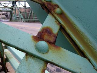 Steel bridge struts