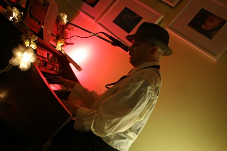 Piano player at Raw Sugar