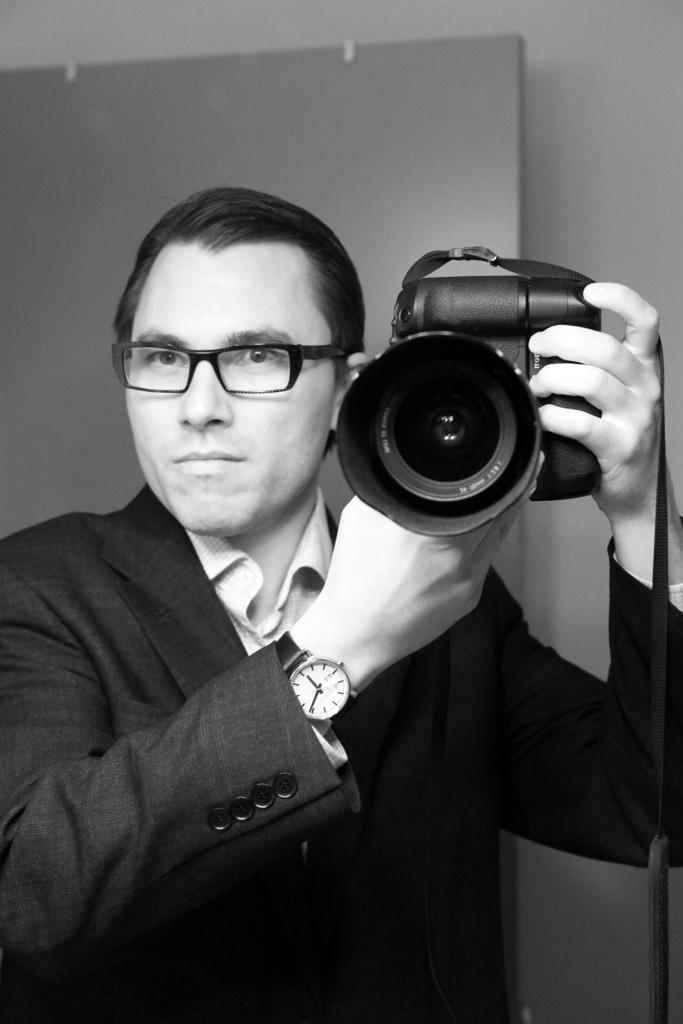 Milan Ilnyckyj in Theo Galibier frames