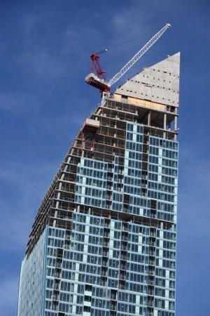L Tower, Toronto